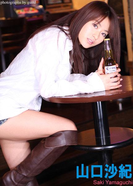 『バーでたたずむ女をその気にさせて…』 山口沙紀 デジタル写真集